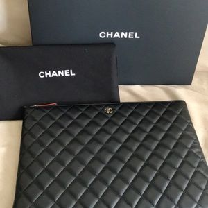 ❤️ Chanel lambskin gold hardware quilted clutch